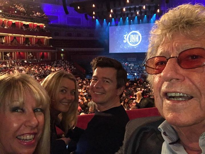 🌠 SCREAM! ✨🌟 🤩 It's only Rick Astley 🌠 😍 AND his lovely wife Lene with Lorna Osborne and hubby Gary guesting at legendary screen composer JamesNewtonHoward's spectacular Royal Albert Hallperformance in London, United Kingdom on Friday. More on James' fabulous show shortly. Meantime, did you know Rick's latest album