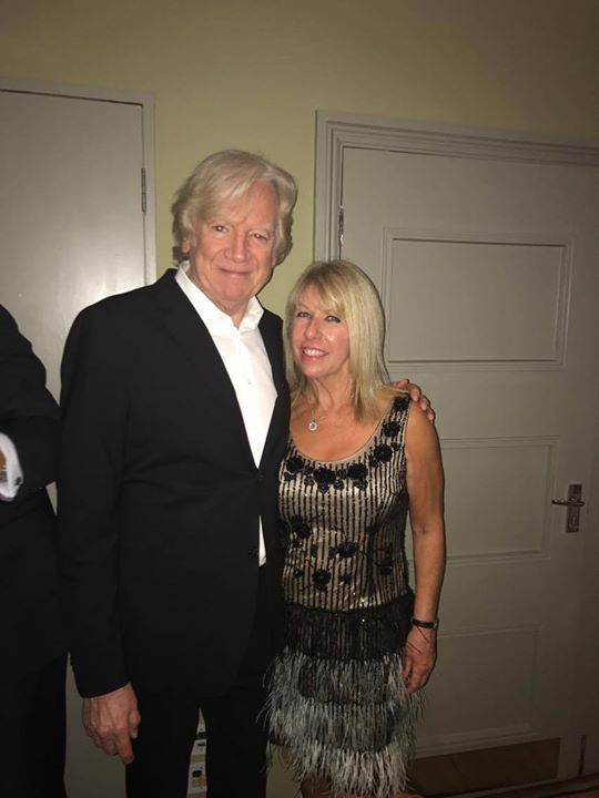 🤩...it's Mr. Nights In White Satin Justin Hayward from the fabulous Moody Blues with Lorna Osborne before both performed at this year's fundraiser for the Princess Alice Hospice in Weybridge - REALLY worthwhile cause. Did you know Lorna's husband Gary Osborne co-wrote Forever Autumn for Justin on Jeff Wayne's War of the Worlds?  Gary Barlow OBE also recorded the song for the War of the Worlds Second Generation album 😍.